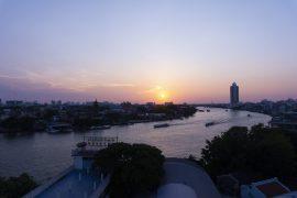 Chao Phraya -joki auringon laskiessa